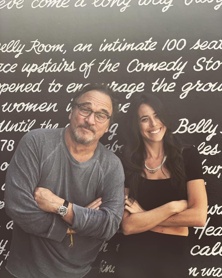 Rachel Wolfson y Jim Belushi
